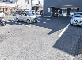 本社 駐車場